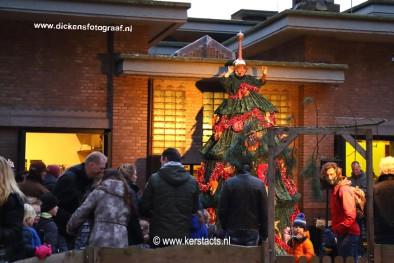 De zingende kerstboom is ongetwijfeld de meest indrukwekkende muzikale kerstact van Nederland