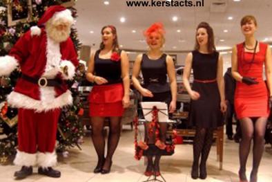 Santa Songs vormen een speciaal kerstprogramma met traditionele Carols en swingende kerst-hits, voor het ultieme kerstgevoel.