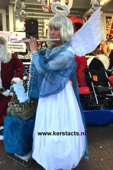 Kerst artiest, kerstartiest, kerstmuzikanten, kerst muzikanten, kerstmuziek, kerst muziek, kerstshow, kerst show, kerstentertainment, kerst entertainment, kerst, kerst acts, kerst act, kerstacts, kerstact, kerst en winter muziek, kerst en winter artiesten, kerst en winter entertainment, kerstthema, thema kerst, kerstmuziek, kerstmuzikanten, bandje, kerstentertainment, kerstartiesten boeken, muzikanten boeken, kerstkoor, themafeest, winterentertainment, wintermuziek, muziektrio, muziekduo, kerstzanger, kerstact, kerst repertoire, kersttijd, akoestiche muziek, mobiele muziek, winterfeest, nieuwjaarsfeest, stijlvolle muziek, muzikaal entertainment, kerstmis, kerstdiner, kerstborrel, kerstviering, kerstmarkt, kerstman muziek, white Christmas, Govers Evenementen, kerstmuziek, kerstmuzikanten, Witte Kerstengel = dwarsfluitiste, Verkleed als Witte Kerstengel weet de muzikante de juiste sfeer op uw kerstmarkt of winterbraderie te bewerkstelligen met haar gezellige kerstdeuntjes.