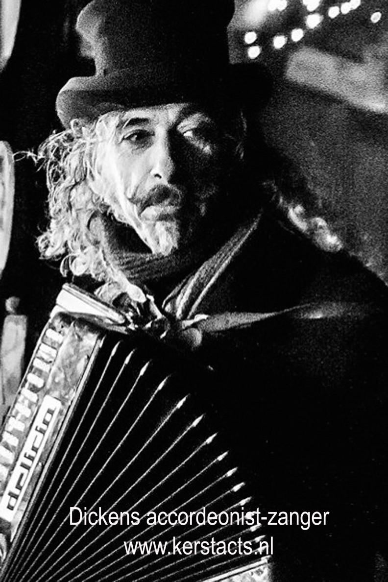 Charles Dickens accordeonist , heerlijk kerstmuziek voor uw kerstfeest of winkelcentrum