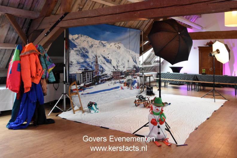 Kerstfotograaf - Funfotograaf maakt foto's in de sneeuw, in de slee, op de skipiste, komische afbeeldingeKerstfotografie, Kerstfoto's, winterfotografie, funfotografie, Arrenslee foto, op de foto, Kerstacts, Kerstact, Kerstparty, Kerstfeest op de foto, Wintersport fun fotografie, dickensfotograaf, Dickensfotografien erstfotografie, Kerstfoto's, winterfotografie, funfotografie, Arrenslee foto, op de foto, Kerstacts, Kerstact, Kerstparty, photobooth, Kerstfeest op de foto, Wintersport fun fotografie, dickensfotograaf, Dickensfotografie