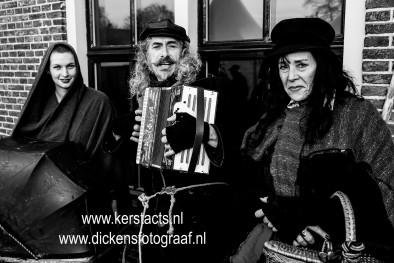 Charles Dickens accordeonist & Dickens Waarzegster, geweldige kerst sfeer amusement