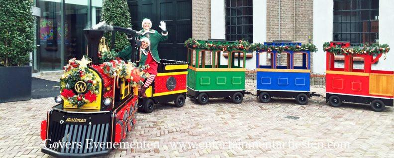Kerst Express - midwintertreintje. Een exclusieve kindertrein, de Winter Express of Kersttrein heeft 24 kinderzitplaatsen Kerstmuziek, muzikanten, bandje, openingsact, Kerst entertainment, Kerstman, kerstact, kerstacts, kerst acts, kerst artiesten, kerstfeest, artiesten boeken, artiestenbureau, evenementenbureau, kerstmuziek, winter entertainment, winter acts, kerst theater, kerst acteurs, thema feest, straattheater, artiestenburo, Govers Evenementen, Kerstfeest, feestdagen