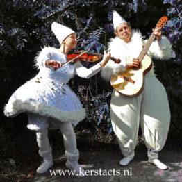 witgoed, kerst en winterentertainment, winters wit, kerstmuziek, muziekduo, muzikanten Kerstmuzikanten, wit thema, thema feest, White Christmas, winkelcentrum, artiesten, Govers Evenementen