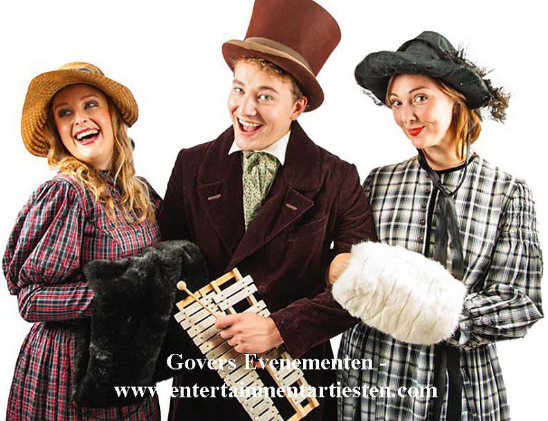Dickenskoor, Dickenskoortje, Dickensmuzikanten, muziek, Kerstmuziek, artiesten boeken, kerstmuzikanten, muziektrio, zangkoor, Dickenskoor, www.kerstacts.nl