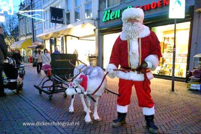 Rendier met arrenslee en Kerstman, kerstentertainment, themafeest, kerstmis, kerst artiesten verhuur, Govers Evenementen, www.kerstacts.nl