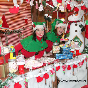 Culinair entertainment verzorgd door de kerstelfjes Kerst catering, winterentertainment Govers Evenementen, Kerstacts.nl, Culinair entertainment,