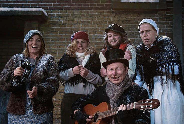 Dickenskoortje, gezellig Dickensentertainment zoals het hoort. Dickenskoor, www.kerstacts.nl