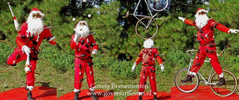 Kerstman Jongleur Acrobaat toetert uw kerstmuziek, Govers Evenementen, kerstartiesten, straattheater kerst, winterentertainment, Kerstmuziek, Jongleur, jongleren, acrobatiek, themafeest, Christmas entertainment, www.kerstacts.nl