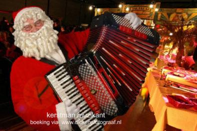 kerstmuziek, kerstmuzikanten, bandje, kerstentertainment, kerstartiesten boeken, muzikanten boeken, kerstkoor, themafeest, winterentertainment, wintermuziek, muziektrio, muziekduo, kerstzanger, kerstact, kerst repertoire, kersttijd, akoestiche muziek, mobiele muziek, winterfeest, nieuwjaarsfeest, stijlvolle muziek, muzikaal entertainment, kerstmis, kerstdiner, kerstborrel, kerstviering, kerstmarkt, kerstman muziek, white Christmas, Govers Evenementen, De muzikale kerstman. Hij is een graag geziene muzikant bij winkelcentra`s, Braderie, Beurzen, openingen, personeelsfeesten jaarmarkten, www.kerstacts.nl